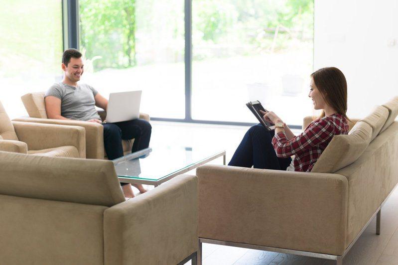 男友錄取新竹工作,她想放棄現有工作搬去住,遭網友勸退。示意圖。圖片來源/ingimage