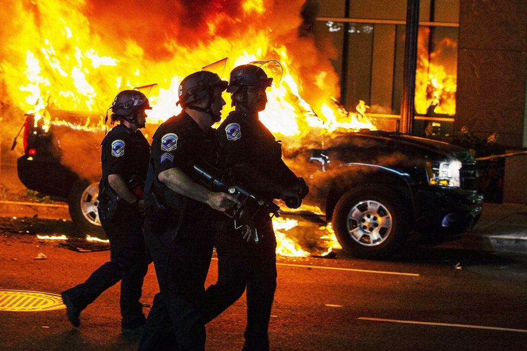 華府街頭的警察。 圖/美聯社