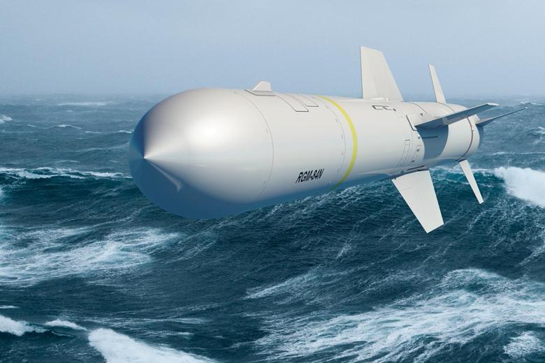 魚叉飛彈從Block II+型開始在雷達罩後方增設刀片狀天線,可能是供武器資料鏈網路使用,使其具有在飛行中更新目標座標的能力。  圖/取自波音公司推特