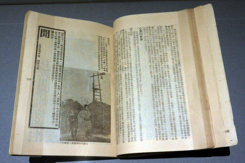 黃華成透過「撰寫訃聞」形式大搞藝術家的黑色幽默。 圖/作者提供