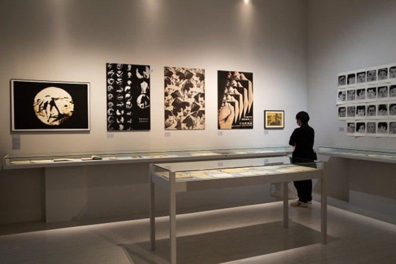 早年黃華成透過《劇場》雜誌作為媒介平台,參與創作了許多前衛作品。 圖/北美館