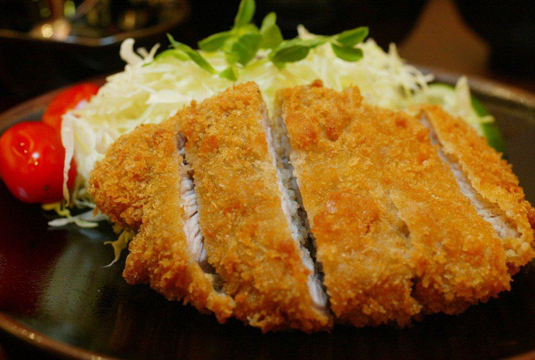 炸豬排是日本代表性國民美食。 圖/聯合報系資料照