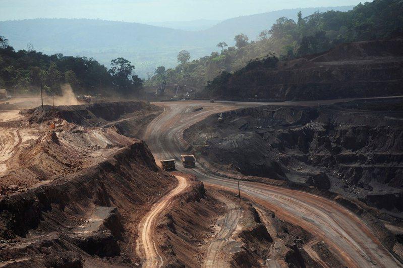 圖為巴西 Ferro Carajas 鐵礦砂礦場。(路透)