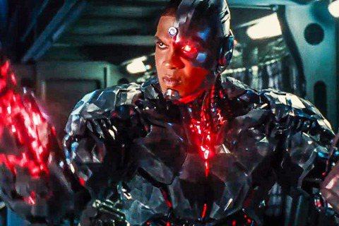 在DC電影宇宙飾演「鋼骨」的雷費雪,可說是「正義聯盟」當中命運最多舛的其中一位演員,相較於「水行俠」、「神力女超人」開拍個人電影,「閃電俠」個人電影也即將啟動,「鋼骨」卻還尚未定案,近期「正義聯盟」...