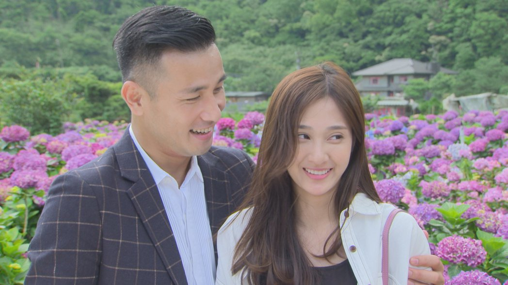 傅子純(左)在「多情城市」中向邱子芯求婚。圖/民視提供