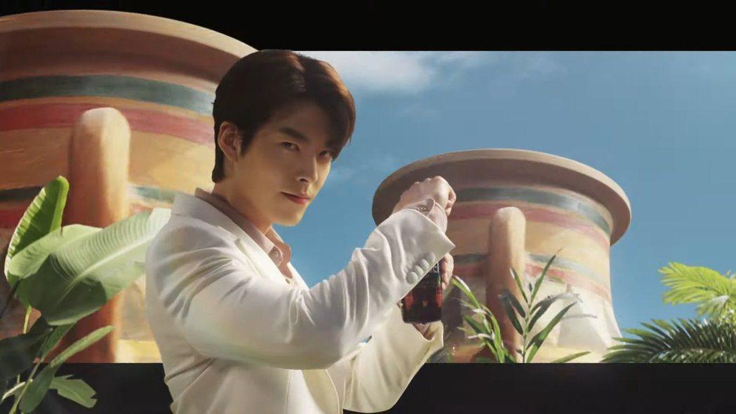 金宇彬接下咖啡廣告。圖/摘自YouTube