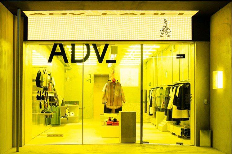 ADV_LABEL位於東區的第一家概念店,設計有別以往的PORTER風格,以明亮...