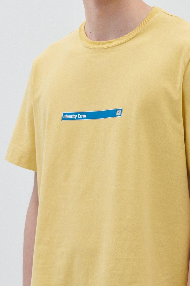 ADV_LABEL T恤系列,採用台灣生產的彈性棉料,帶有彈性的棉質厚實手感,加...