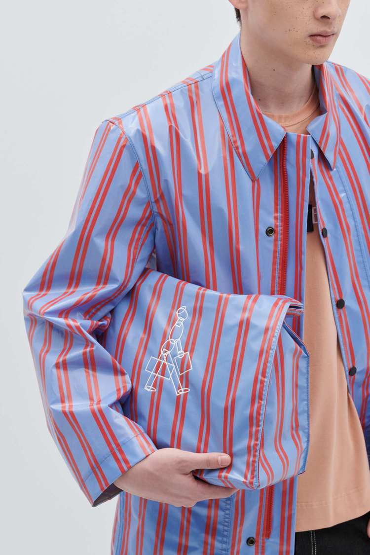 ADV_LABEL DRIPE 系列設計源想來自於雨衣的概念,因此運用了條紋的襯...