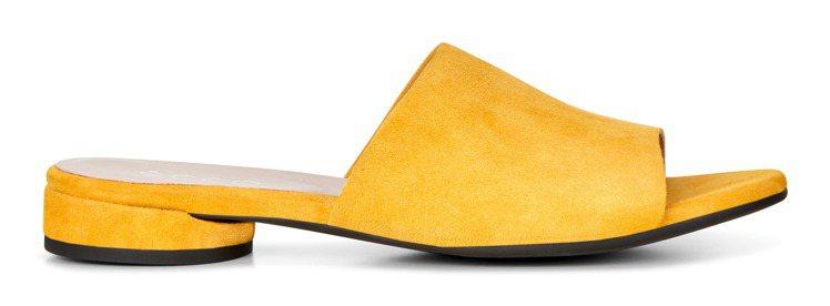 ECCO W FLAT拖鞋式涼鞋4,380元。圖/ECCO提供