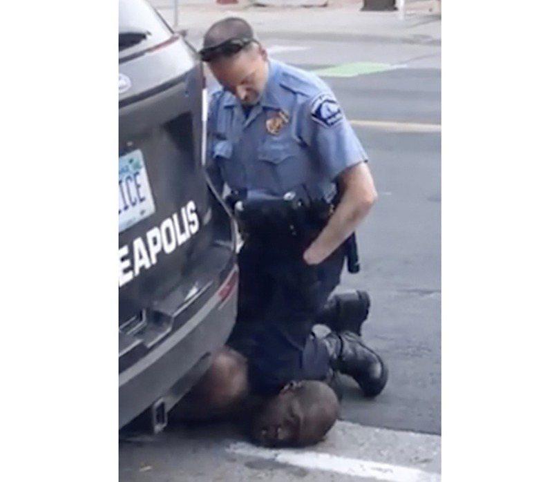 美國明尼蘇達州明尼亞波利斯上月廿五日發生非裔男子佛洛伊德遭白人警察壓頸致死案。美聯社