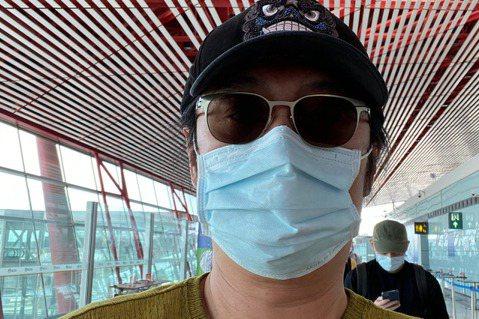 台灣疫情和緩,防疫生活也逐步解封,黃安日前在微博透露要回北京,還曝光14天隔離期住的飯店,感覺對於隔離中的生活很滿意。黃安8日搭機返回北京,還拍下一大早空蕩蕩的機場,只見他戴的口罩,上面印有「Mad...