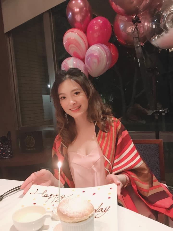 楊麗菁分享過去為劉真慶生的照片。 圖/擷自楊麗菁臉書