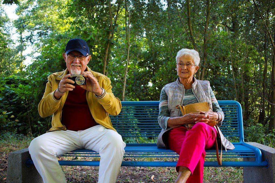要當銀髮好朋友,記得戒為人師。這樣人氣必定上升,處處受歡迎。 圖/pixabay