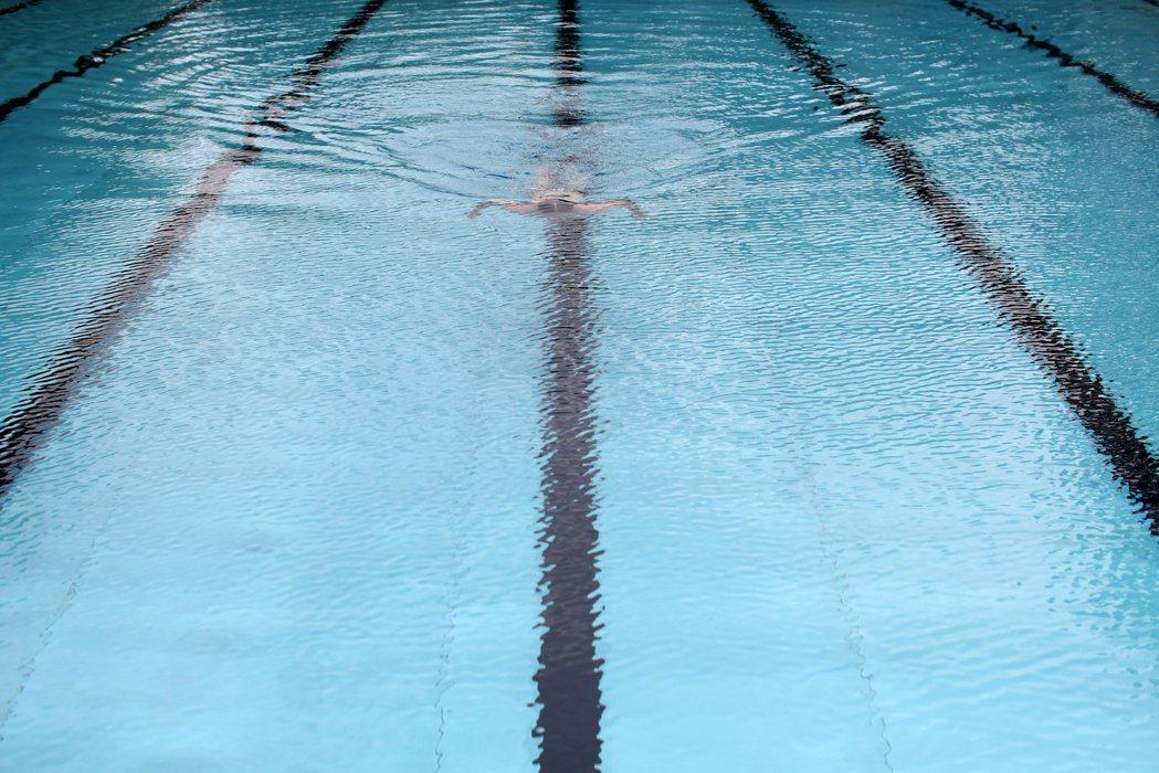 多數的溺水意外發生在較深的開放水域,但這不代表在水淺的地方就不會發生意外。 圖/路透社