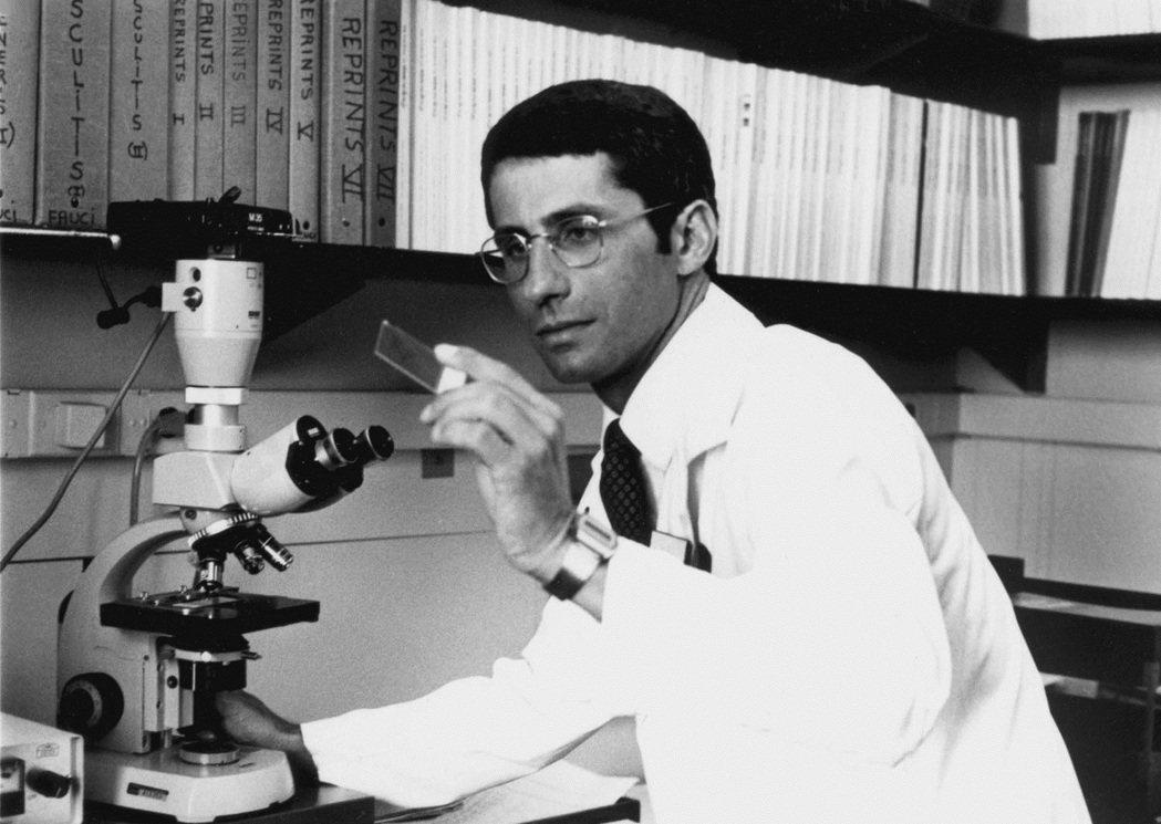 佛奇早已經投入愛滋病研究一段時間,1981年發現HIV造成B細胞功能異常活躍,1...