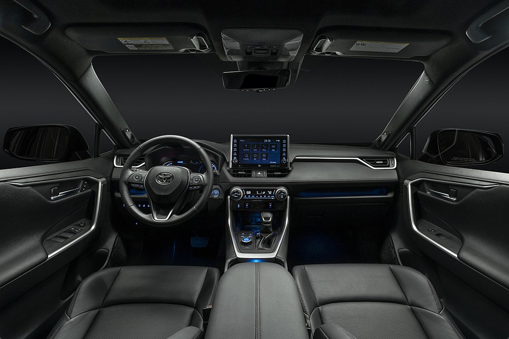 Toyota RAV4 Prime SE除擁有專屬外觀套件(水箱護罩、下擾流、黑...