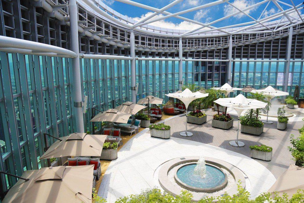 Asia 49亞洲料理及酒廊-佔地200坪高空噴泉花園。