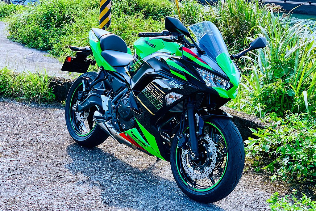 改款後的Kawasaki Ninja 650有著極佳車輛平衡性,重新調教後的65...