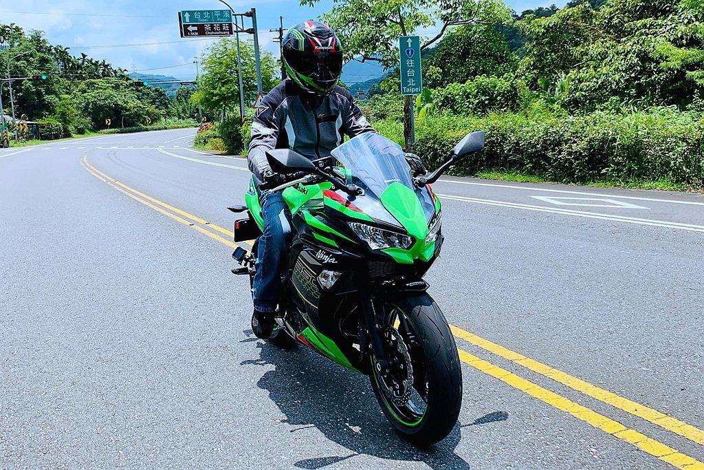 Ninja 650售價為368,000元台幣,自開放預購以來,訂單已突破80台,...