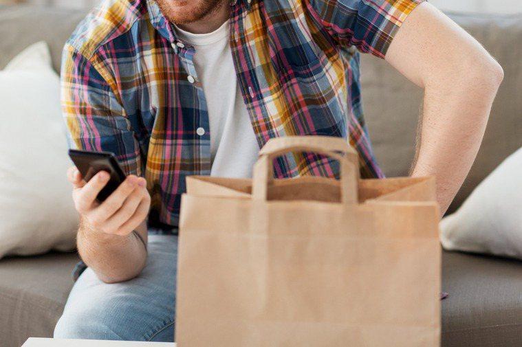 近年美食外送越來越盛行,也常引起消費糾紛。圖片來源/ingimage
