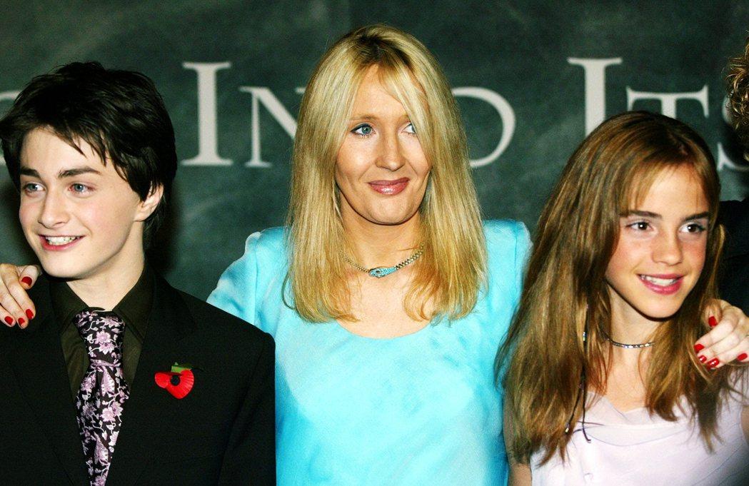 2002年丹尼爾雷德克里夫、JK羅琳以及艾瑪.華森合照。 圖/路透社