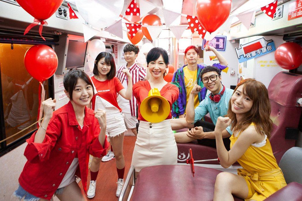 和泰汽車捐血大使吳宇舒鼓勵大家養成定期捐血的習慣,不僅幫助他人也能促進新陳代謝,...