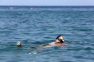 落水後能大聲呼救嗎?溺水的人比你想像中「安靜」