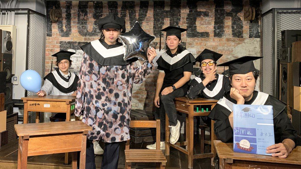 金曲樂團「麋先生」成員喆安(左起)、聖皓、以諾、小B、逸凡。圖/相信音樂提供