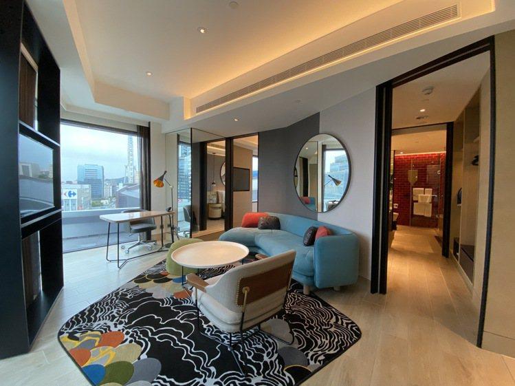 6間擁有270度戶外陽台美景的套房,一房一廳加上環景陽台,大直之美盡收。記者羅建...