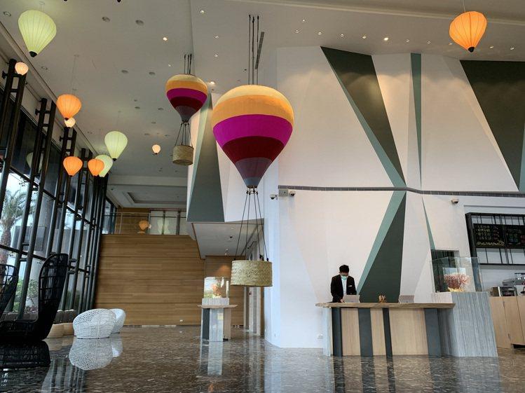 結合台東意象的熱氣球主題大廳。圖/凱撒飯店連鎖提供