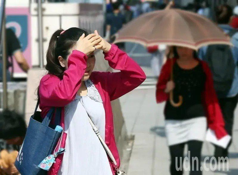 中央氣象局說,未來一周天氣以高溫炎熱為主。本報資料照片