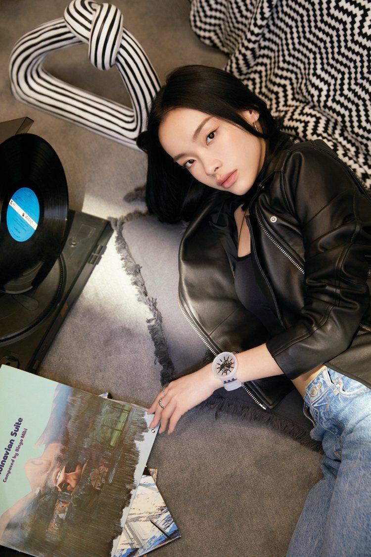 歌手劉柏辛帥氣演繹SWATCH Big Bold Jelly系列腕表3,450元...
