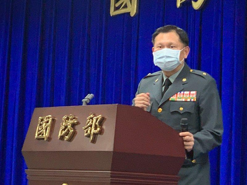 國防部發言人史順文表示,國防部將加強陣地偽裝,針對在軍事安全上有疑慮的區域,將全面檢討,並依敵情威脅與實際兵力部署狀況隨時調整。記者洪哲政/攝影