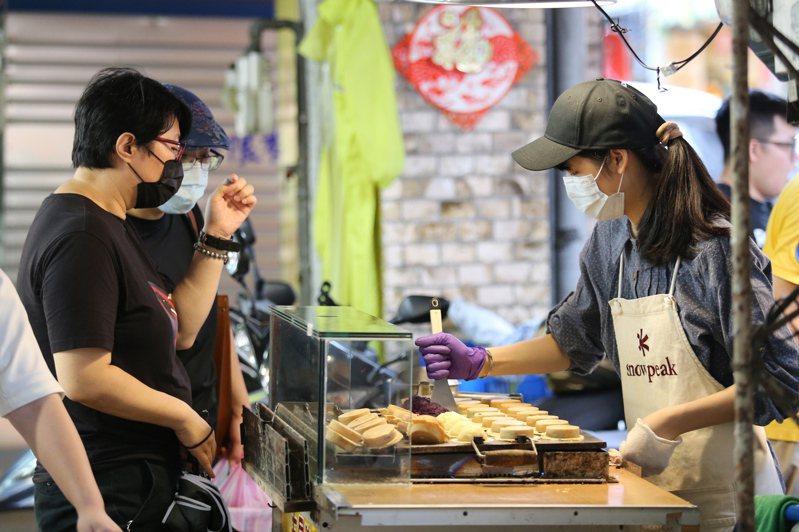 中研院研究發現,1978至1993年出生世代,薪資成長卻總趕不上物價增加速度,可能正是台灣戰後史上最失落的一代。圖/聯合報系資料照片