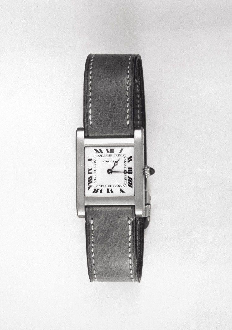 卡地亞於1919年推出的坦克腕表,軌道式分鐘刻度為經典標誌之一。圖/卡地亞提供