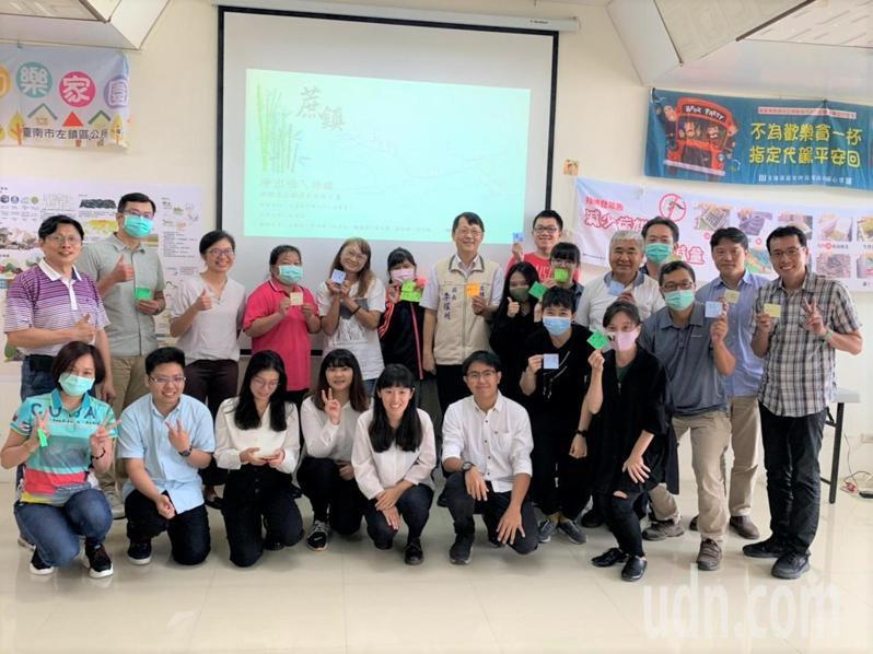 成大都市計畫系研究所團隊,今天在台南左鎮區公所發表「蔗鎮」糖鐵善左線遺產旅遊計畫,未來將透過產官學界合力促成。記者吳淑玲/攝影