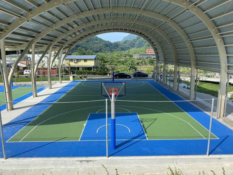 瑞芳運動公園的大冠鷲展翅造型天幕球場。圖/新北市體育處提供