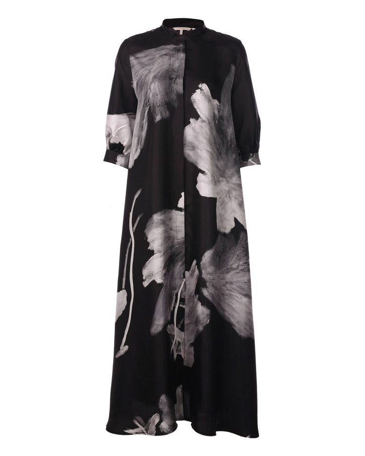 夏姿春夏黑色絲緞長罩衫,38,800元。圖/夏姿提供