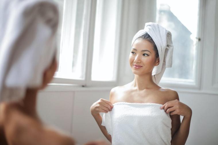 夏天噴香水前,可以先洗澡。圖/摘自Pelexs