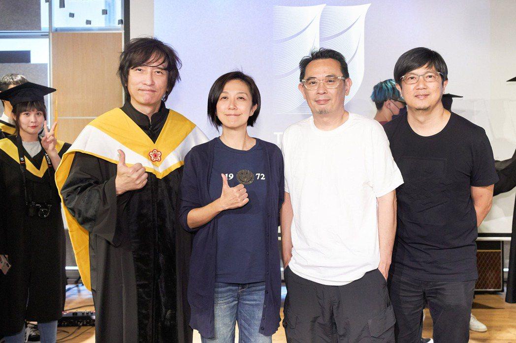 薛忠銘(左起)、黃韻玲、企鵝老師、侯志堅。圖/城市科大提供