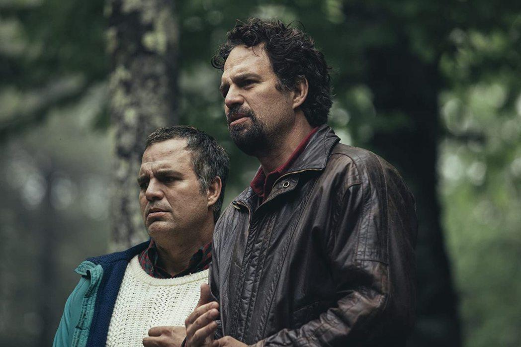 馬克魯法洛在「他是我兄弟」一人分飾兩角,艾美獎獲獎呼聲高。圖/摘自imdb