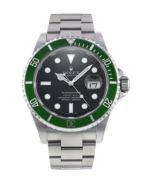 俗稱「綠水鬼」的勞力士Submariner,擁有綠色表圈與綠色表盤,不論是舊款1...