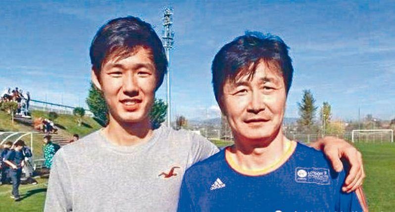 郝海東(右)與兒子郝潤澤合照。 圖/取材自微博