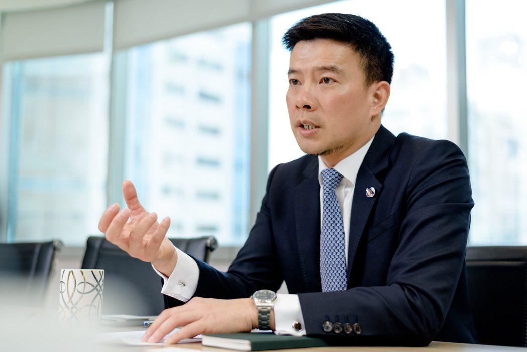 太陽光電產業協會理事陳坤宏認為,太陽光電產業創造經濟與環保共榮的目標指日可待。 ...