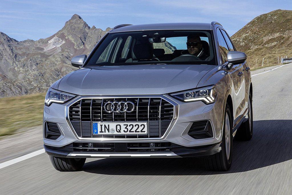 新Audi Q3承襲全新世代Audi家族設計語彙,車頭造型以更寬大的八角型單體式...