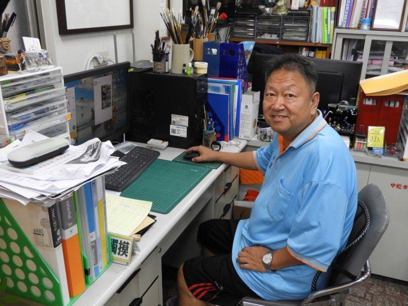 王菁華9年前選上中壢區福德里長後,開已以自身美術專長,做社區總體營造。 圖/高宇...