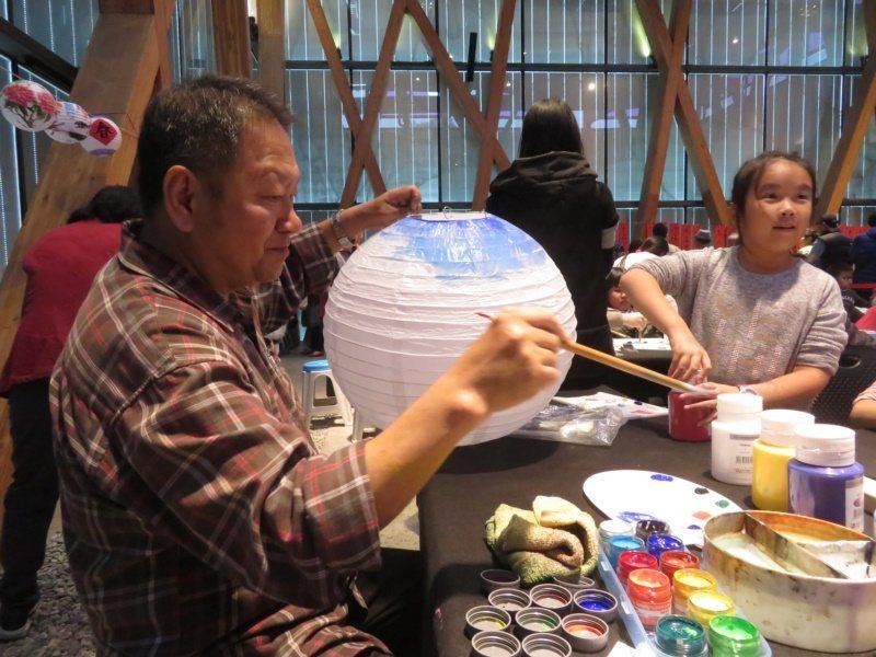 王菁華擔任里長期間舉辦過多場藝文活動。 圖/王菁華提供