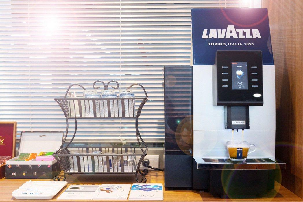 Ford與經典咖啡品牌Lavazza合作,於全台Ford據點為消費者提供優質咖啡...