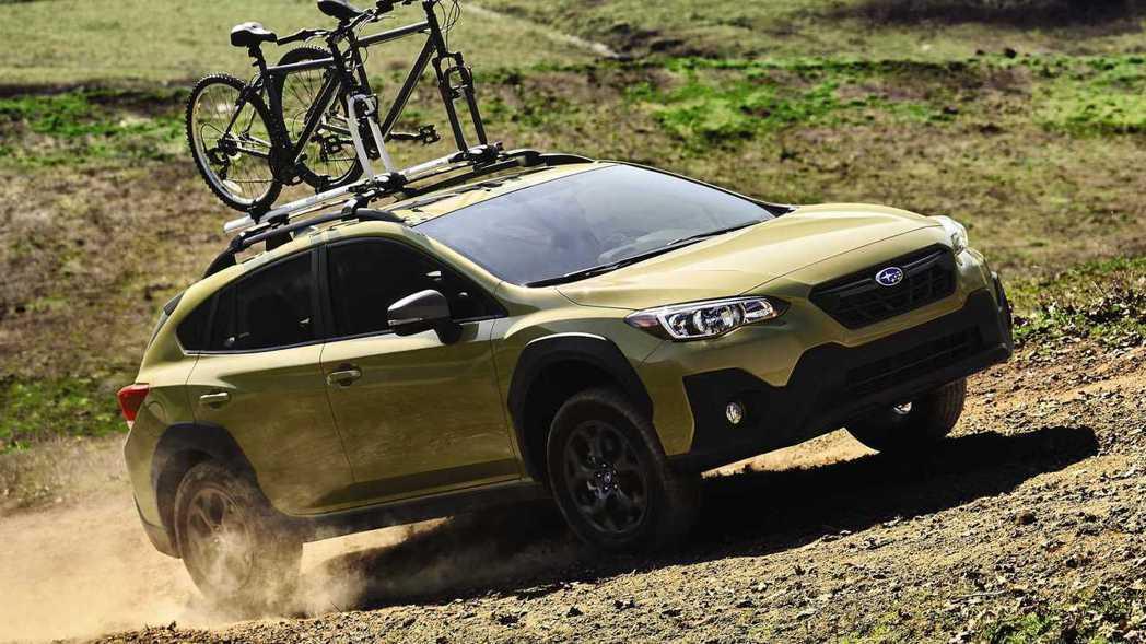 Subaru Crosstrek Sport外觀上多了大面積防刮材質,越野氛圍瞬...